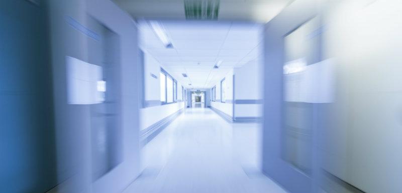 urgences - couloirs d'hôpital