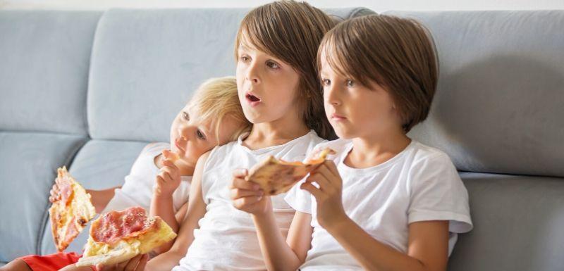 Publicités pour aliments gras, salés et sucrés : Comment protéger les enfants ?
